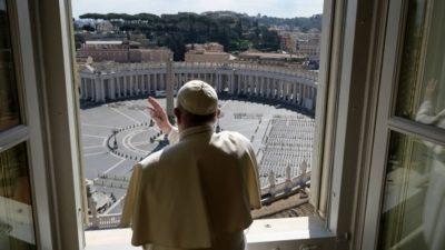 Zgodovinsko: papež bo ob 18. uri podelil izredni apostolski blagoslov mestu in svetu